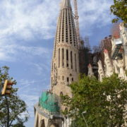 Barcelone, Sagrada Familia, façade de la Passion vue de profil