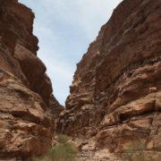 traversée de canyon dans le massif des sept piliers de la sagesse