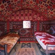 Au campement bédouin...le comfort après la nuit sous tente.