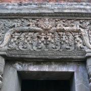 Preah Kô, Linteau de porte sculpté