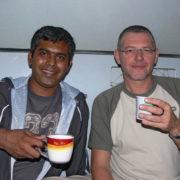 Dans le train Pascal et Baqir un Pakistanais voyageur