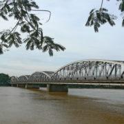 pont Truong Tien, également connu sous le nom de pont de Trang Tien