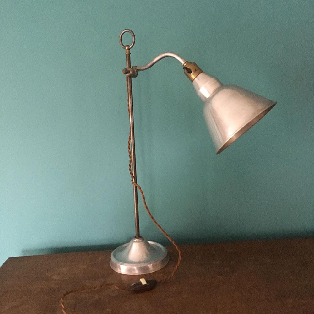 ancienne lampe de bureau industriel