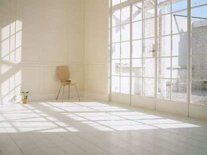 White-home-interior-with-natural-lighting