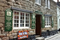 fudge-and-rock-shop-in-st-ives