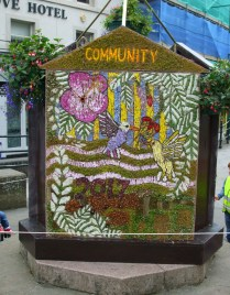 One side of the Buxtop well dressing