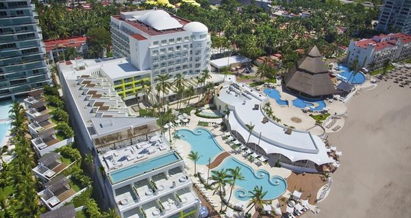 5 Hotels For Friends Traveling Together With The 100,000 AMEX Hilton Surpass Bonus