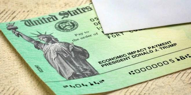 Biden ordena acelerar el pago de cheques de estímulo