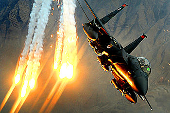 English: An F-15E Strike Eagle ...