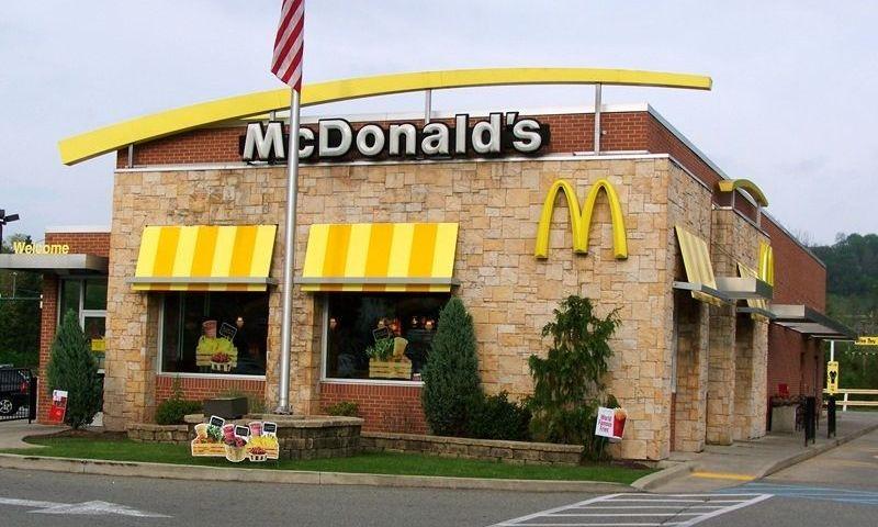 Good guy with a gun shoots bad guy at McDonald's
