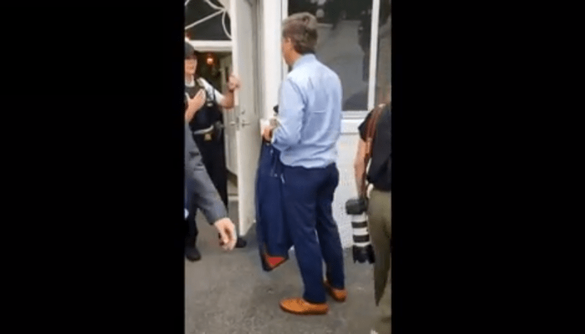 Watch as CNN's Jim Acosta is rejected entry to White House by Secret Service
