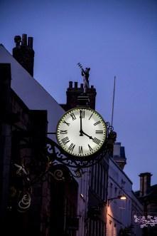 Clock strikes 4