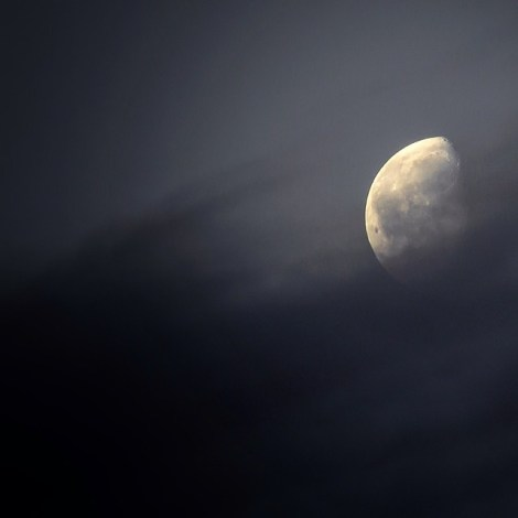 Waning Gibbous through the Friday morning clouds over Leeds