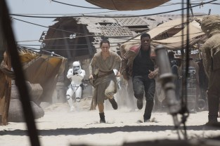 Daisy Ridley's Rey and John Boyega's runaway stormtrooper Finn flee from The First Order on the desert world Jakku in this new shot from Star Wars: The Force Awakens