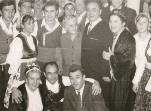 Слика КУД Севдах - у средини се налази Стана Аврамовић Караминга