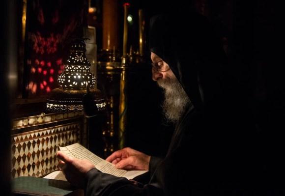 отац-Доментијан-литургија