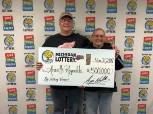Annette and Tom Reynolds pose for a photo after winning $500,000 playing Triple Bonus Cashword.