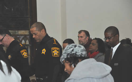 Sheriff-Clarke-Gwen-Moore-Cedric-Cornwell-heads-bowed-in-prayer-New-Years-Eve-Candlelight-Vigil-2013-homicide-victims