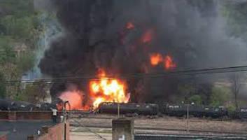 railroad-cars-crude-oil-burning-fire