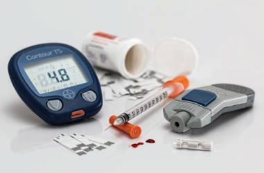 diabetic-health-supplies-blood-sugar-counter-meter-insulin-syringe