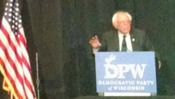 Democratic presidential candidate Bernie Sanders makes his case for free tuition, paid family leave, wage increases and more at Wisconsin Democratic Founders Day Gala. Photo by Mrinal Gokhale.