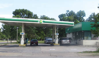 BP gas station on Sherman and Burleigh where a clerk fired a shot in the air to disburse a group of kids. (photo by Karen Stokes)