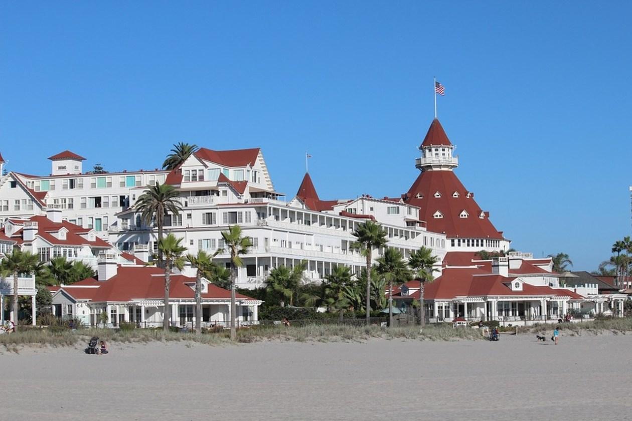 hotelcoronado_Easy-Resize.com