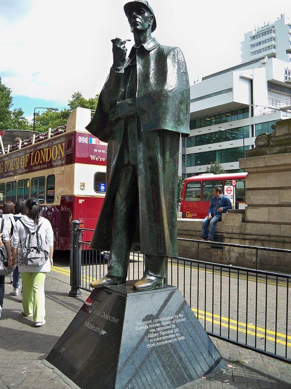 Sherlock Holmes Monumento Londres