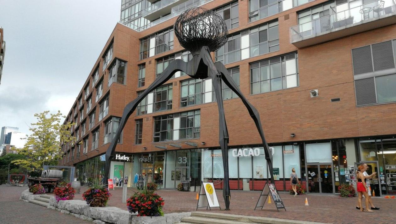 Monumento Araña Toronto