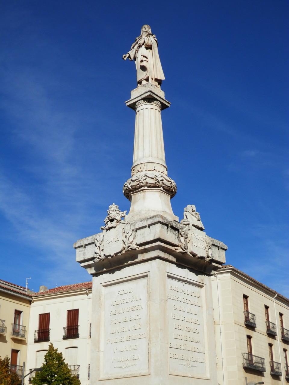 Avila estatua santa Teresa