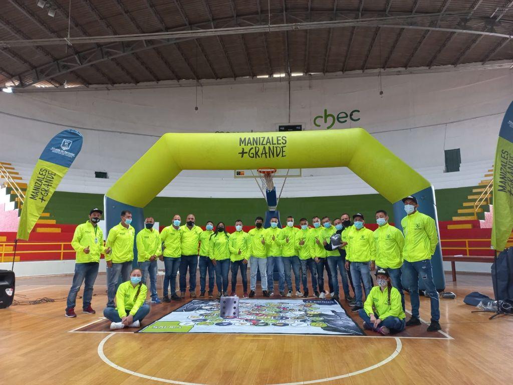 La Secretaría del Deporte de Manizales entrega dotación deportiva a los 25 licenciados de los Centros de Actividad Física Comunitaria (CENCAF)