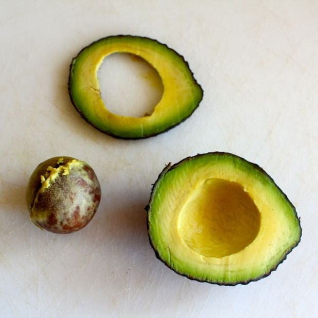 fresh-avocado-under-side-thin-slice