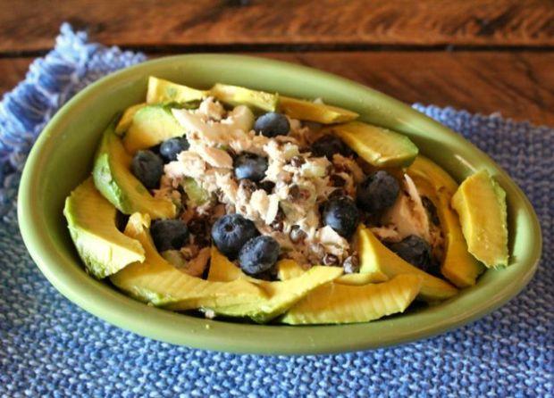 tuna-lentil-blueberry-avocado-salad