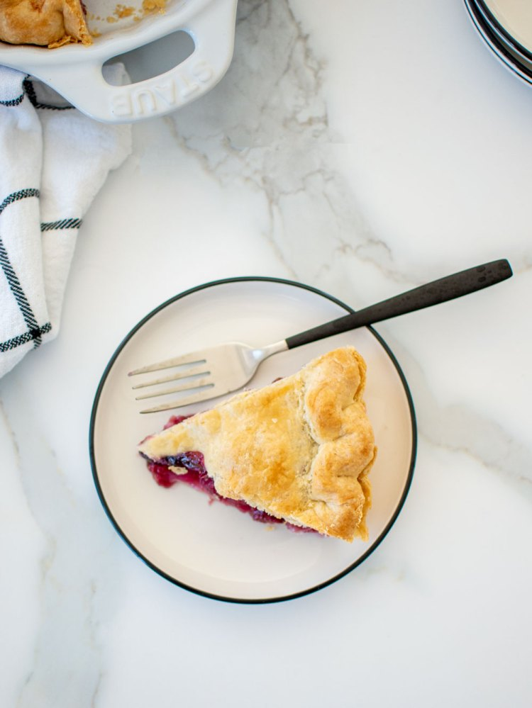 Easy and flexible Berry Pie recipe, use whatever berries you have on hand. This summer Berry Pie recipe calls for 1 pound of fresh berries, whatever you got! Mix it up with blueberries, raspberries, strawberries, blackberries and more. Easy pie crust recipe with the best berry pie that's perfect for Fourth of July. #berrypie #freshberries #seasonalpie #organicpie #piedough #piecrust #easypie