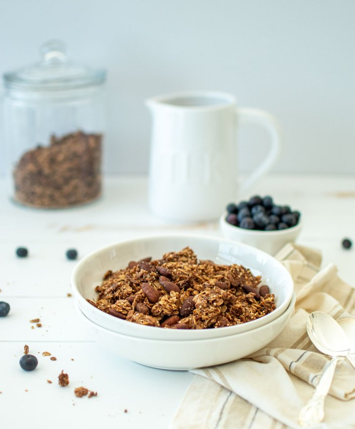 Healthy and delicious homemade granola recipe. This easy Cinnamon Sugar Quinoa Granola recipe tastes just like Cinnamon Toast Crunch, but it's healthy! This granola recipe is naturally vegan and can be gluten free just by using gluten free oats #granola #homemade #homemadegranola #vegan #glutenfree #cinnamontoastcrunch #granolarecipe #breakfastrecipe #easybreakfast #easyrecipes