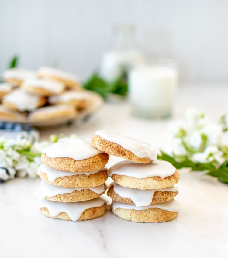 The best snickerdoodle cookie recipe with frosting! Frosted Snickerdoodle cookies are so much better than traditional snickerdoodles - because they have frosting! Soft and chewy snickerdoodle cookies and a sweet cookie glaze on top. #snickerdoodles #frosted #frostedcookies #organiccookies #cookierecipe #bestcookierecipe #bestsnickerdoodles #snickerdoodlerecipe