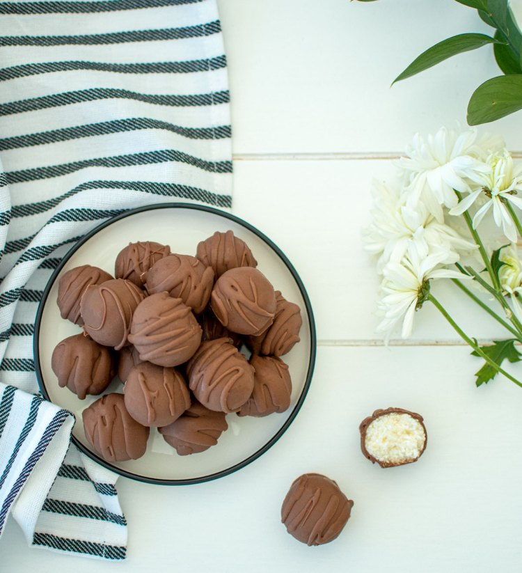 Easy and simple Mint Chocolate Coconut Truffle recipe, the best homemade candy! This easy candy recipe has just 6 ingredients and is perfect for any holiday. Creamy coconut center coated in a mint chocolate. The best homemade truffle recipe. #organic #organiccandy #truffles #organictruffles #homemadetruffles #easycandyrecipe #easyrecpe #6ingredients #nobakedessert