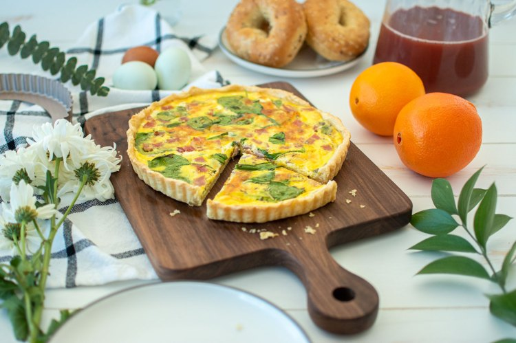 Easy recipe for brunch, Spinach Ham & Cheese Quiche recipe is sure to impress! Quiche is a simple and easy recipe for breakfast, lunch, or dinner! Serve it with bagels, potatoes, or salad for a delicious easy meal. #quiche #organic #highaltitudebaking #bakedbreakfast #breakfastrecipe #brunchrecipe #lunchrecipe #healthyrecipe
