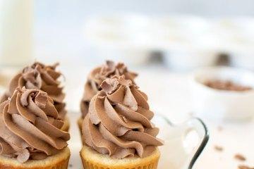 Eggless Chocolate Peanut Butter Banana Cupcakes recipe. The best eggless cupcake recipe. Simple eggless cupcake recipe. The best banana cupcake recipe. Chocolate peanut butter frosting recipe. Chocolate peanut butter buttercream recipe. High altitude banana cupcake recipe.