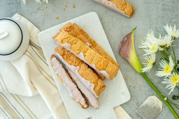 Tea time cookie recipe, Honey Lavender Lemon Biscotti recipe. This easy biscotti is full of spring flavors and pairs perfectly with a cup of tea. Naturally dyed lavender glaze adds an extra yumminess to this dessert! #organic #biscotti #highaltitudebaking #highaltitude #honeylavender #lemon #lavender #naturallydyed #noartificialcolors