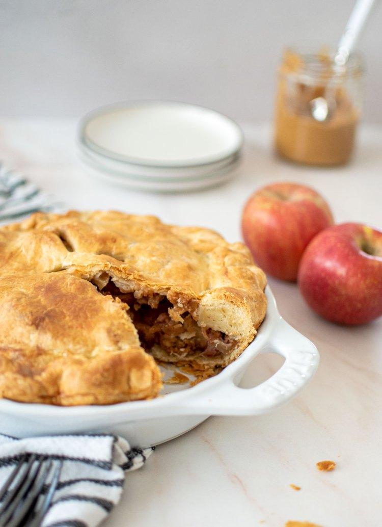 The best peanut butter apple pie recipe, high altitude apple pie recipe, peanut butter apple pie recipe, easy apple pie recipe, different apple pie recipe, easy pie recipe, the best apple pie recipe, sweet and salty pie recipe #pie #applepie #thanksgivingpie #highaltitudebaking
