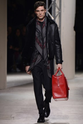 Hermés, notice the lovely bag!