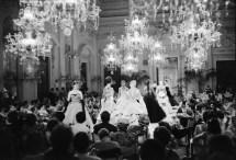 Fashion show in Sala Bianca Artist: Archivio Giorgini Date: 1955 Credit line: Photo by G.M. Fadigati, © Giorgini Archive, Florence