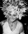 British-born US actress Elizabeth Taylor attends a reception in Venice on September 20, 1967. AFP PHOTO - dida: Elizabeth Taylor at the masked ball in Hotel Ca' Rezzonico, Venice 1967, wears her necklace and earrings in platinum with emeralds and diamonds