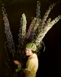 Edward Steichen, photo of a woman with flowers