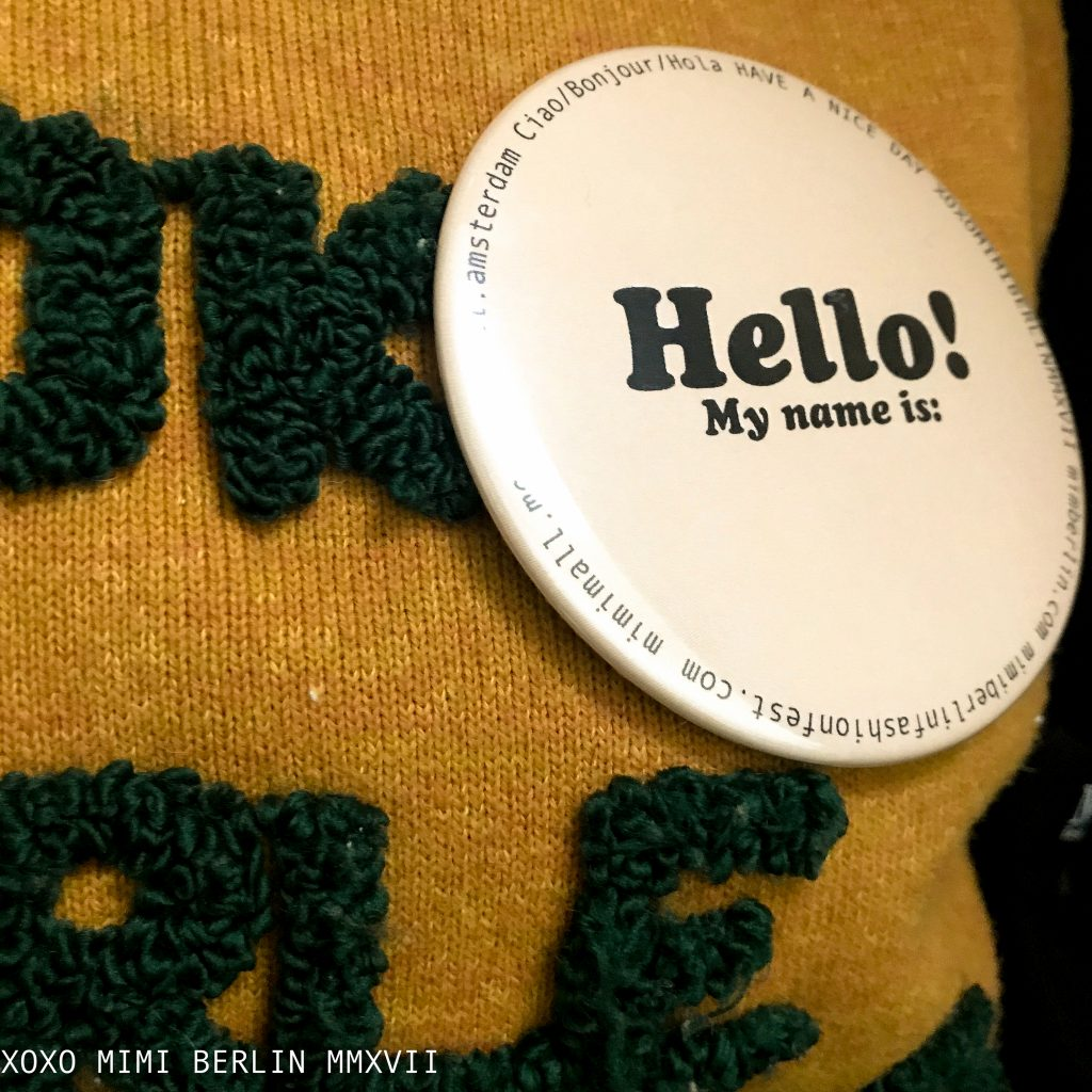 Mimimalist Merchandise: friendly conference badge 'hello'