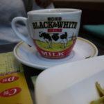忠孝復興・祥發港式茶餐廳|黒白淡奶のカップで香港式ミルクティ
