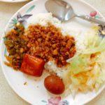 圓山の食堂「梅満美食」で魯肉飯定食と大根スープのランチ