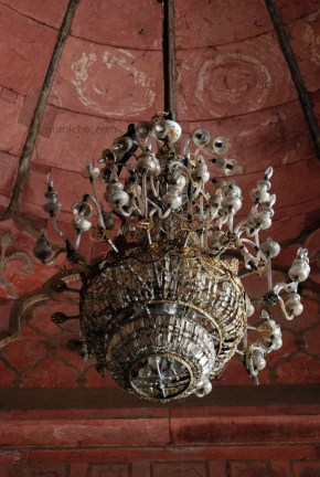 Pigeon chandelier at Jama Masjid, Delhi