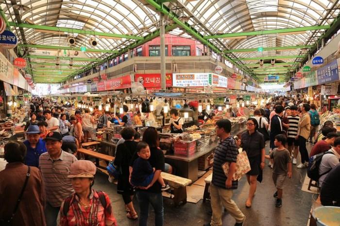 【韓國首爾】廣藏市場:必吃美食&交通攻略!綠豆煎餅、生章魚、麻藥紫菜飯捲、大麥拌飯超人氣